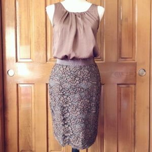 LOFT LACE OVERLAY PENCIL SKIRT SIZE 2